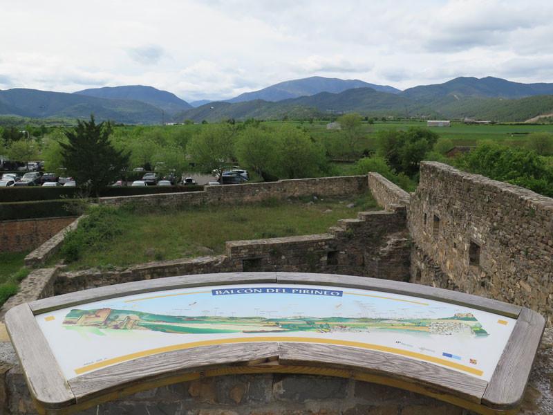 Balcón de los Pirineos en lo alto de la muralla del Castillo de Ainsa