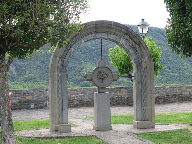 Qué ver en Ainsa - Monumento homenaje a los Fueros de Sobrarbe en Ainsa - Huesca