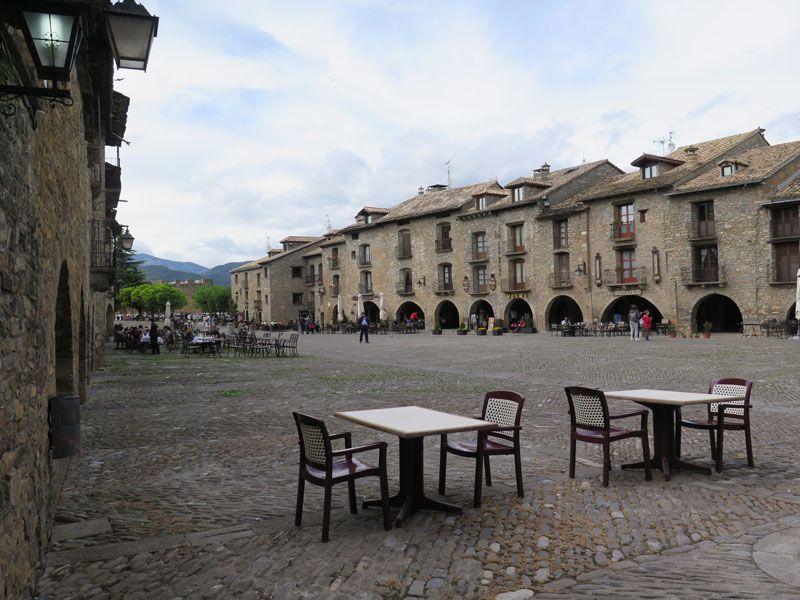Vista general de la Plaza Mayor de Ainsa