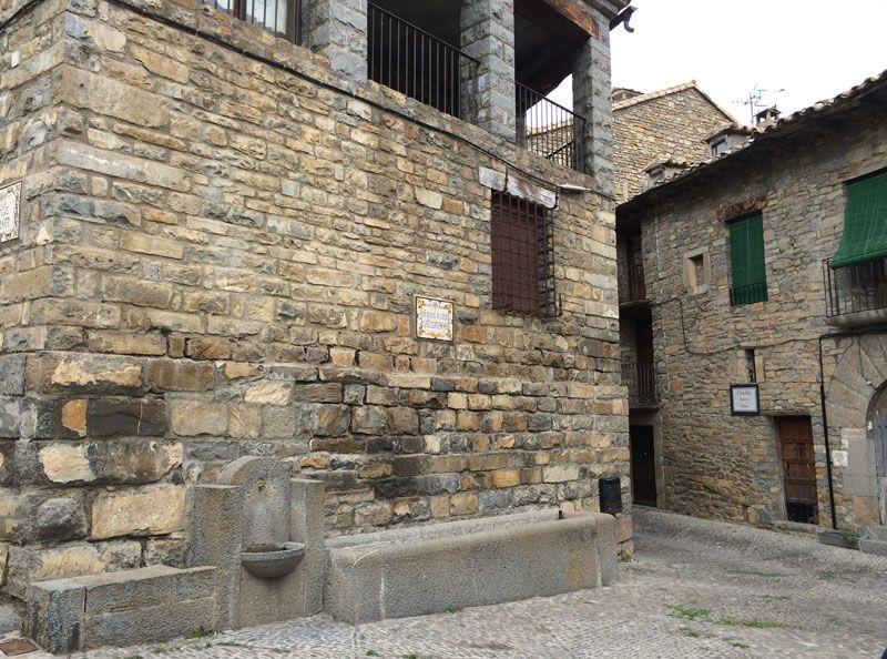 Qué ver en Ainsa - Plaza de San Salvador, en Ainsa - Huesca