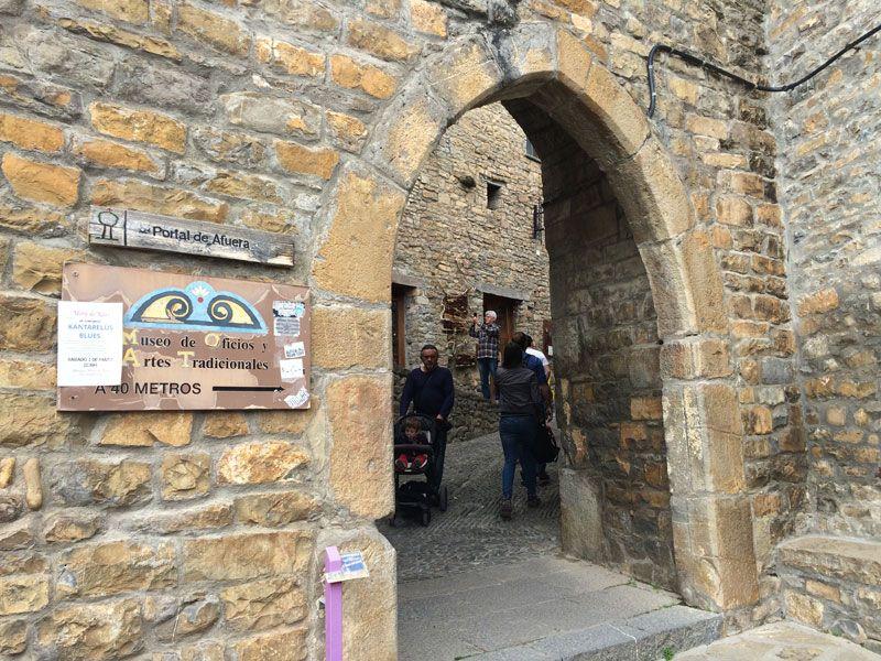Qué ver en Ainsa - Portal de Afuera, entrada al casco antiguo de Ainsa - Huesca