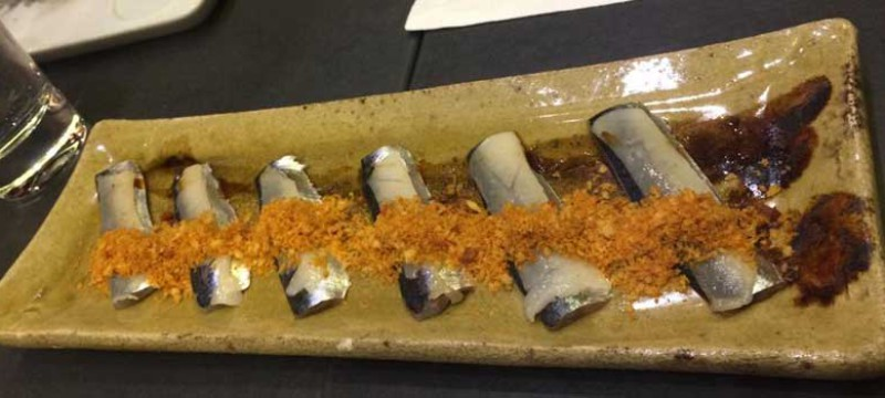 Sashimi de sardina con migas tostadas