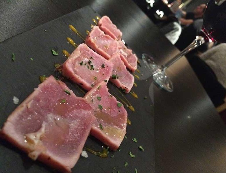 Tataki de atún rojo y chutney de mango (4.90 €)