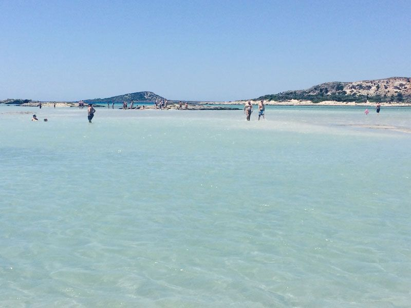 Disfrutando de las aguas turquesa de la playa de Elafonisi