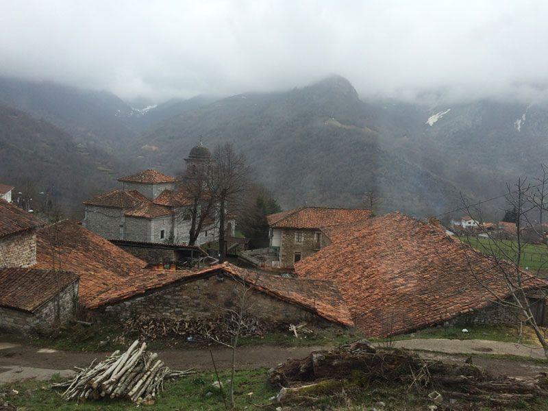 Aldea leonesa de la comarca de Oseja de Sajambre - Ruta 4x4 por los Picos de Europa