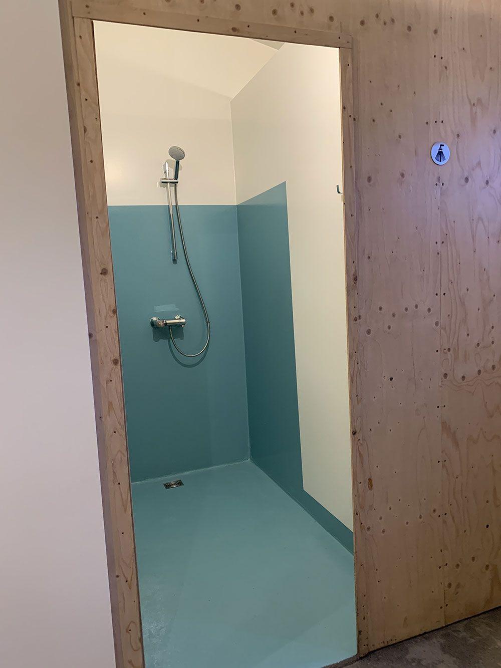Alojamiento en Islandia - Havarí Hostel - Duchas