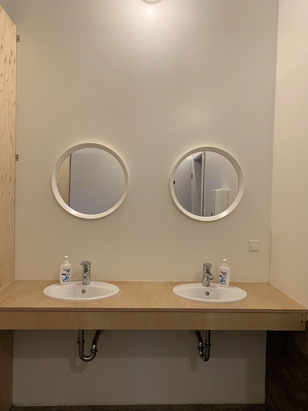Alojamiento en Islandia - Havarí Hostel - Lavabos
