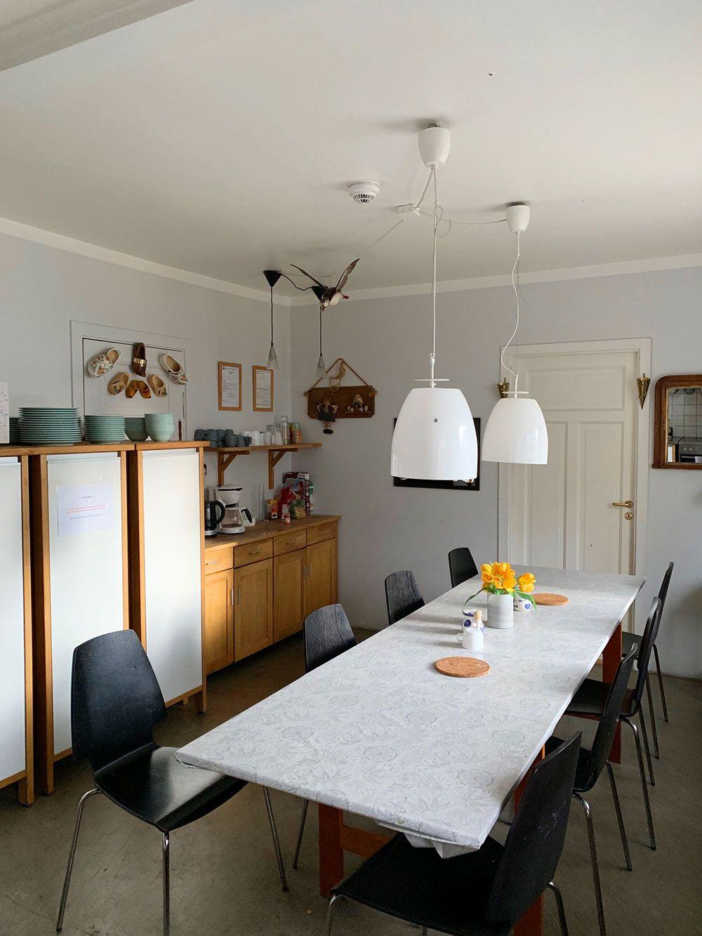 Alojamiento en Islandia - Loki Guesthouse - Mesa de la cocina