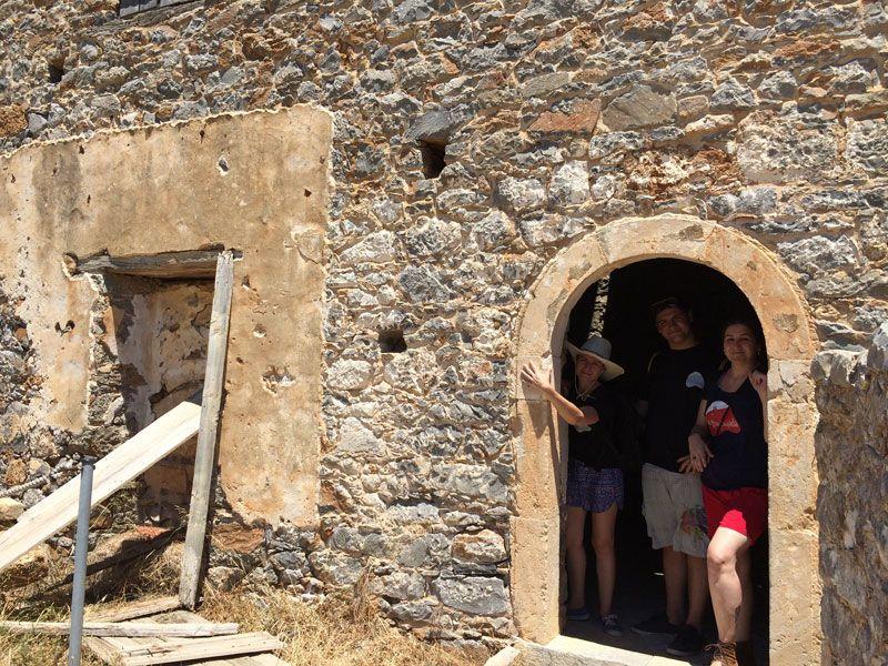 Restos de una antigua vivienda de la Isla de Spinalonga