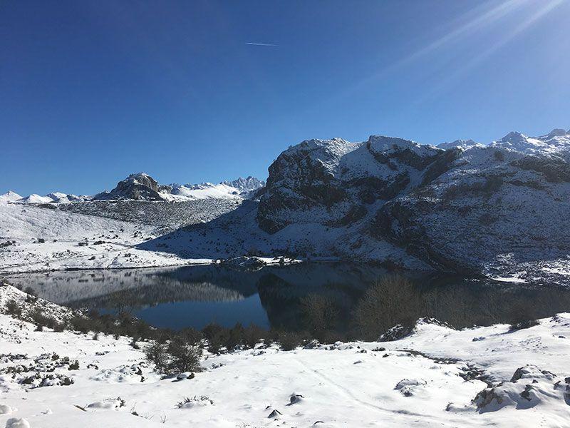 Arenas de Cabrales en invierno - Lagos de Covadonga