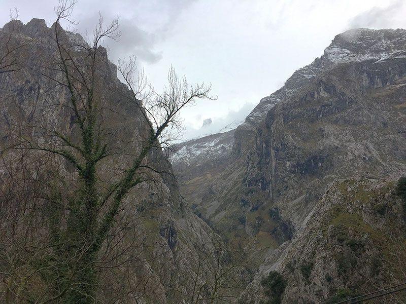 Arenas de Cabrales en invierno - La Fuentina - Naranjo de Bulnes