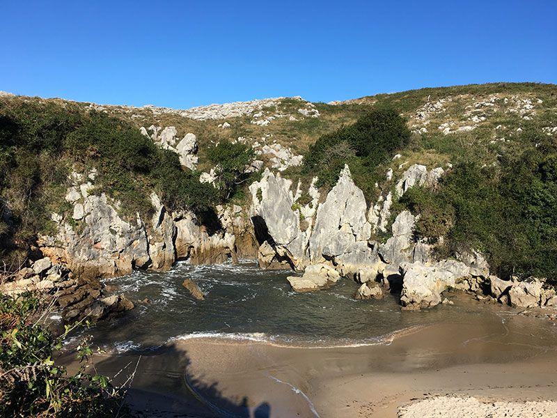 Arenas de Cabrales en invierno - Playa de Gulpiyuri