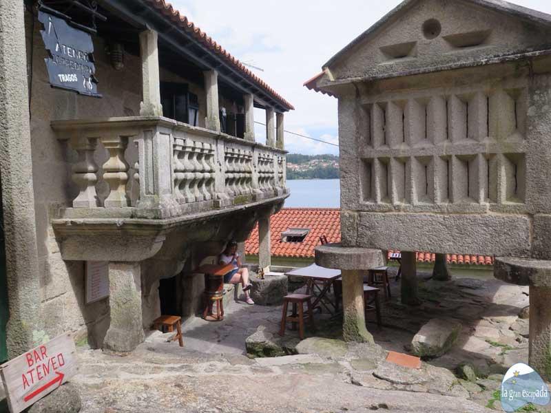 Que ver en Combarro - Bar Ateneo en el centro histórico de Combarro