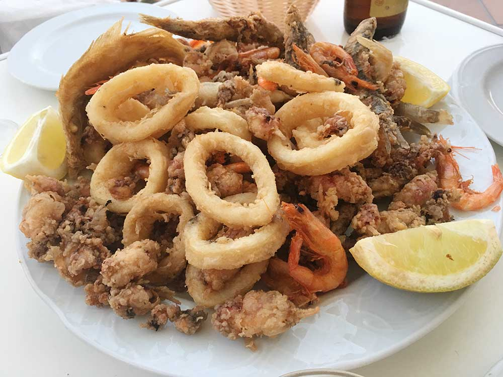 Fritura de pescado del bar El Desván