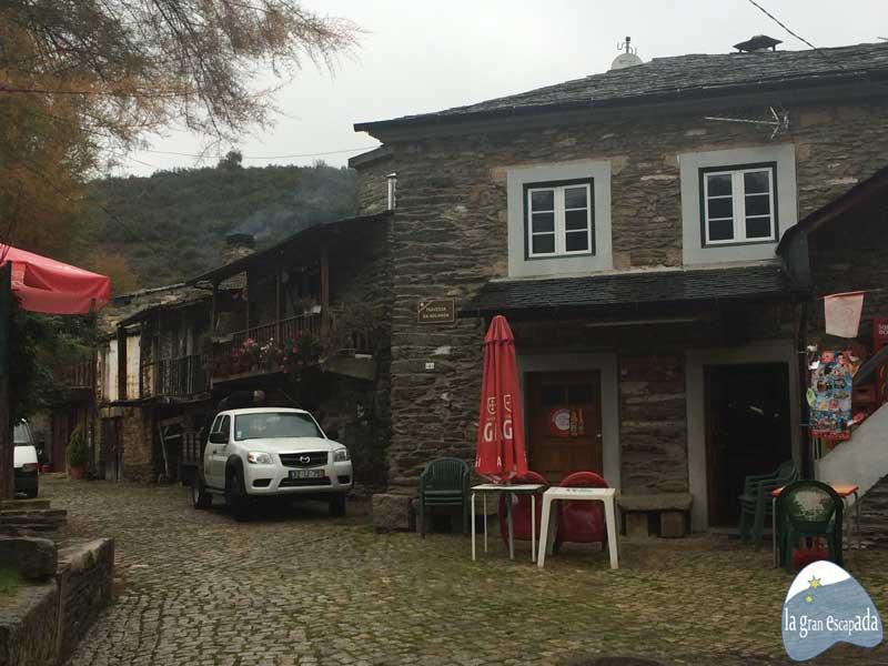 Fachada del bar en Rihonor - Rio de Onor