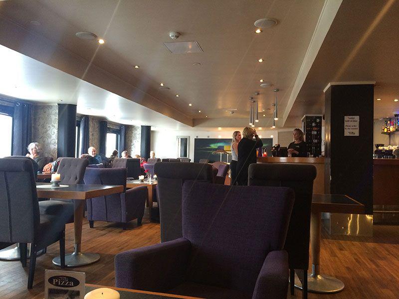 Bares en Kirkenes - Interior del salón Ritz