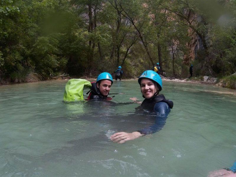Barranquismo en Huesca - Sierra de Guara - Fran y Eli en el río Vero