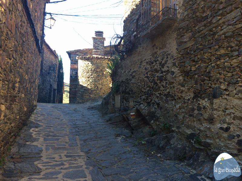 Calle y fachadas de piedra