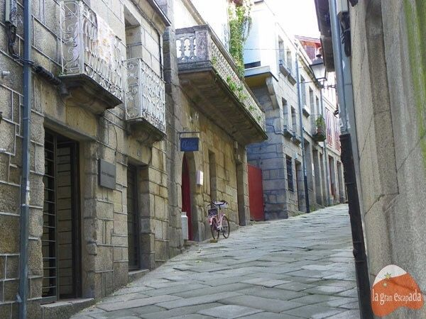 Calle de tiendas en Allariz