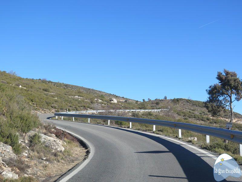 Sinuosa carretera para subir hasta Patones de Arriba