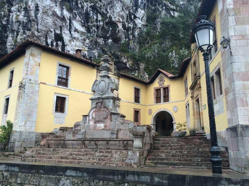 Casa de los Ejercicios de Covadonga