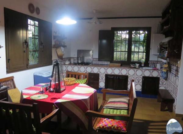Salón comedor, de estilo rústico y exquisita decoración