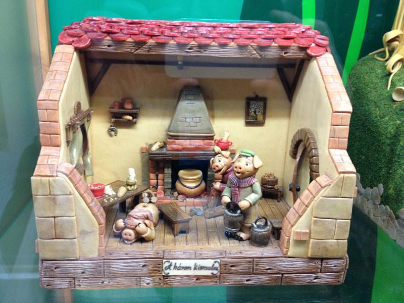 Casa de los 3 cerditos hecha con mazapán