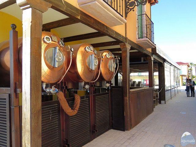 Cervecería al lado de la recreación de la Plaza Mayor del Parque Europa, Madrid