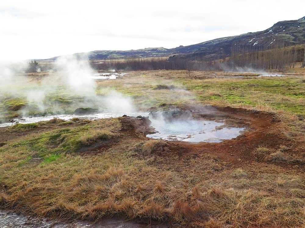 Fumarola en el área geotermal