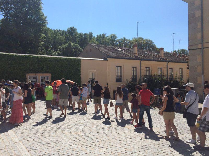 Cola para entrar justo al lado de la entrada al Palacio Real