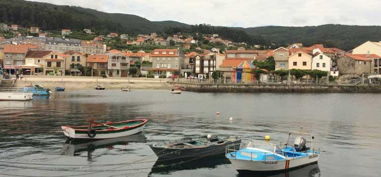 Combarro, hórreos y cruceiros en un conjunto histórico, artístico y pintoresco de Galicia