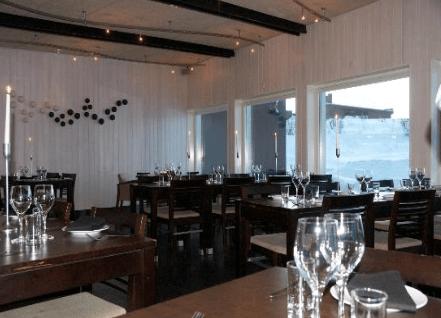 Parte del salón del restaurante Camp Ripan