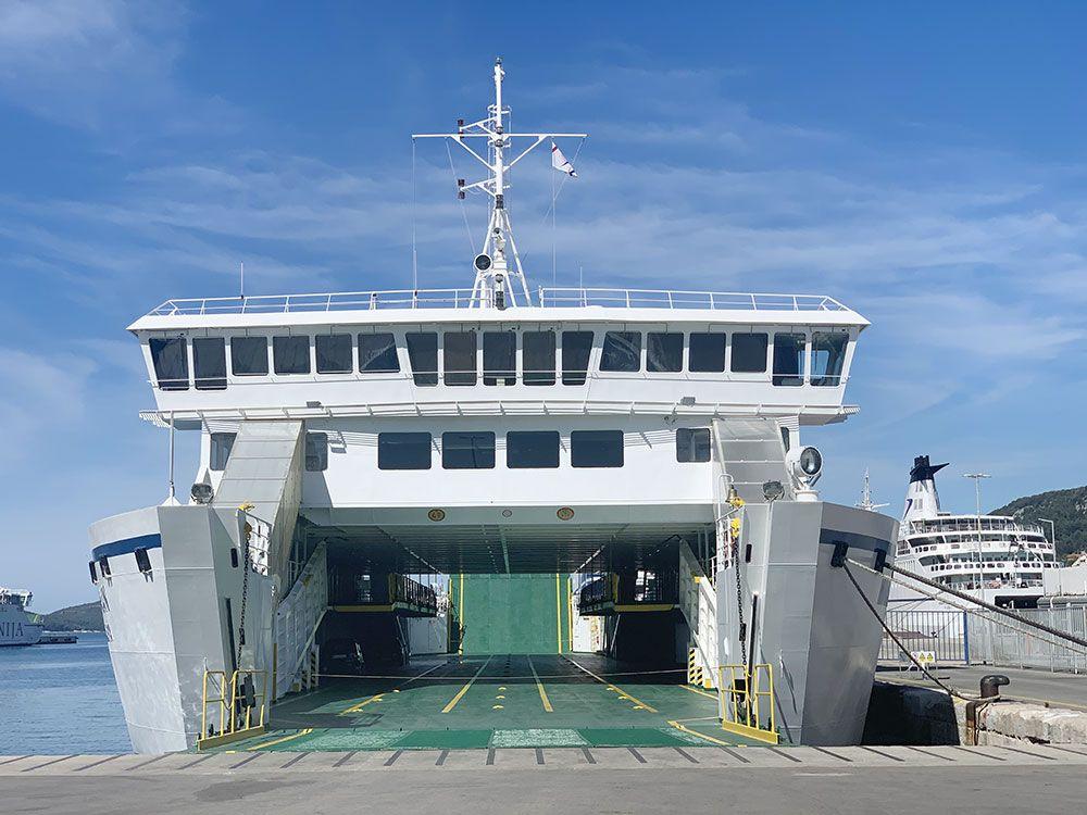Cómo llegar a Brač - Espacio para vehículos en el ferry