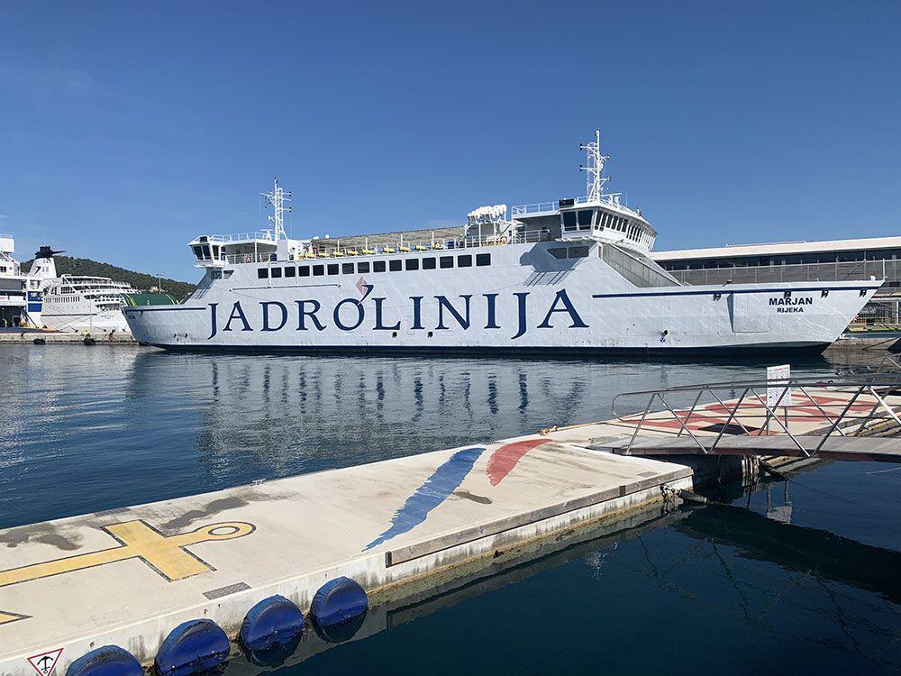 Cómo llegar a Brač - Ferry de la compañía Jadrolinija