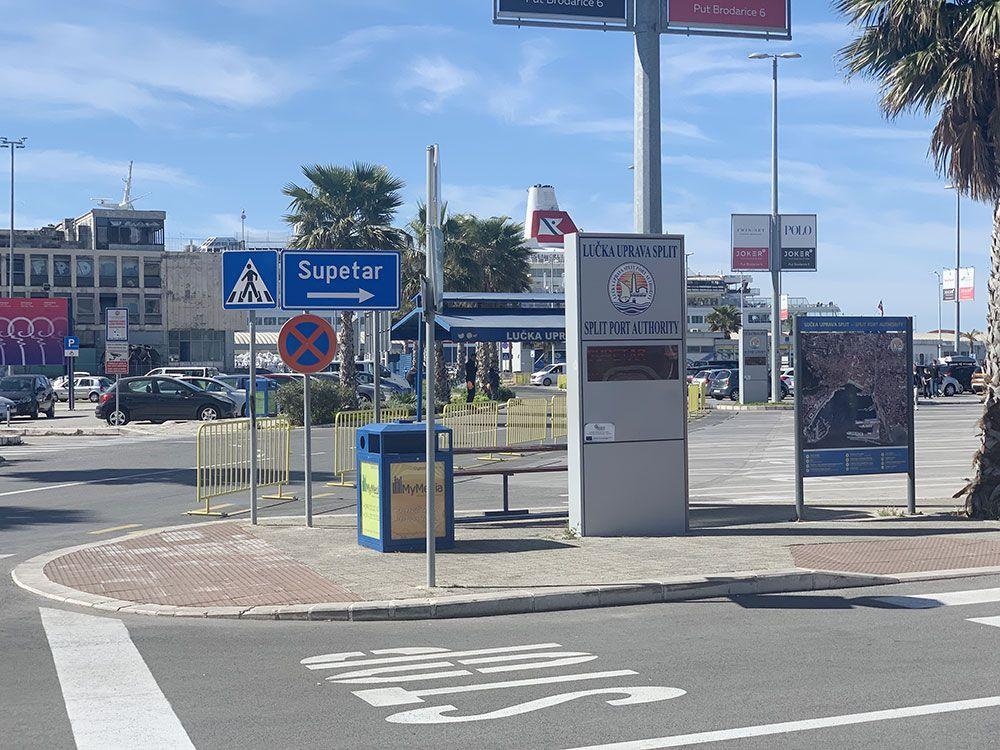 Cómo llegar a Brač - Indicaciones en el puerto de Split