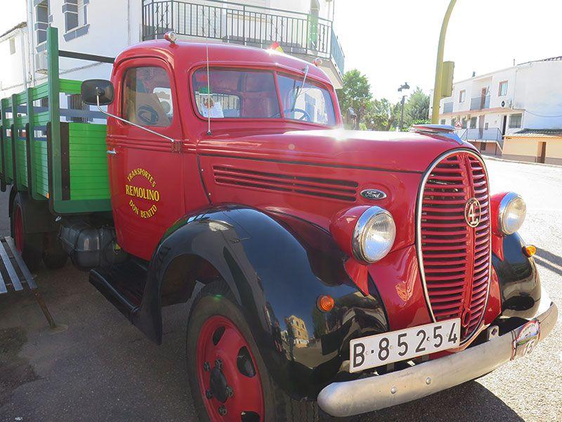 Concentración de Clásicos de Alcollarín - Camión Ford de 1937