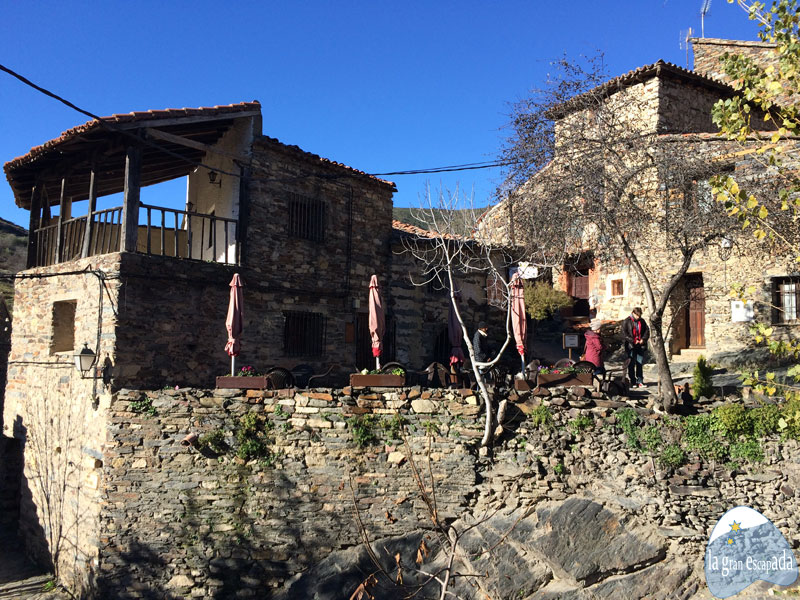 Ejemplo de casas y terrazas en Patones de Arriba