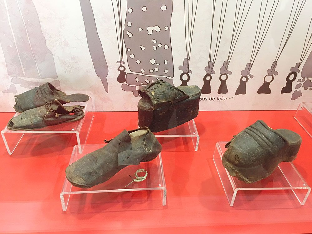 Curiosidades de Consuegra - Muestra de zapatos medievales