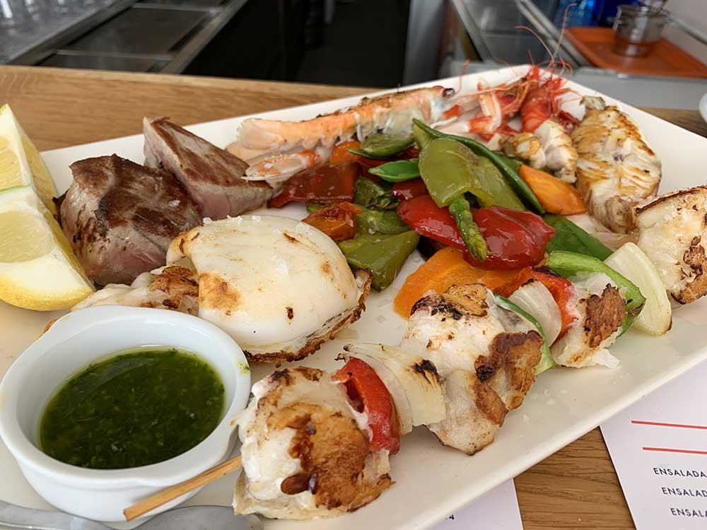 Dónde comer en Altea - Parrillada de pescado en El Cranc Chiringuito