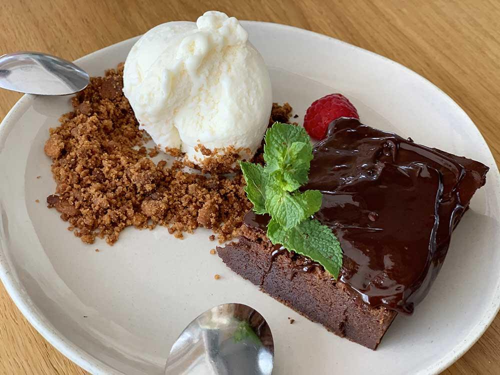 Tarta de chocolate en El Cranc Chiringuito