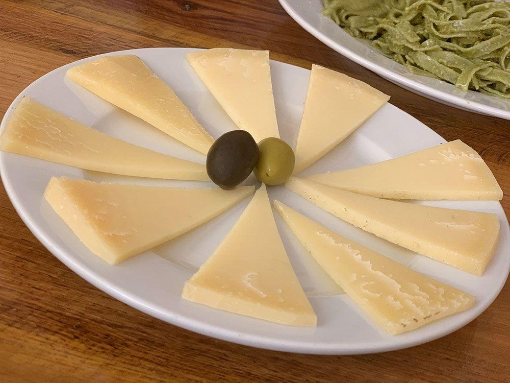 Ración de queso del Restaurante Jadranka en Brač
