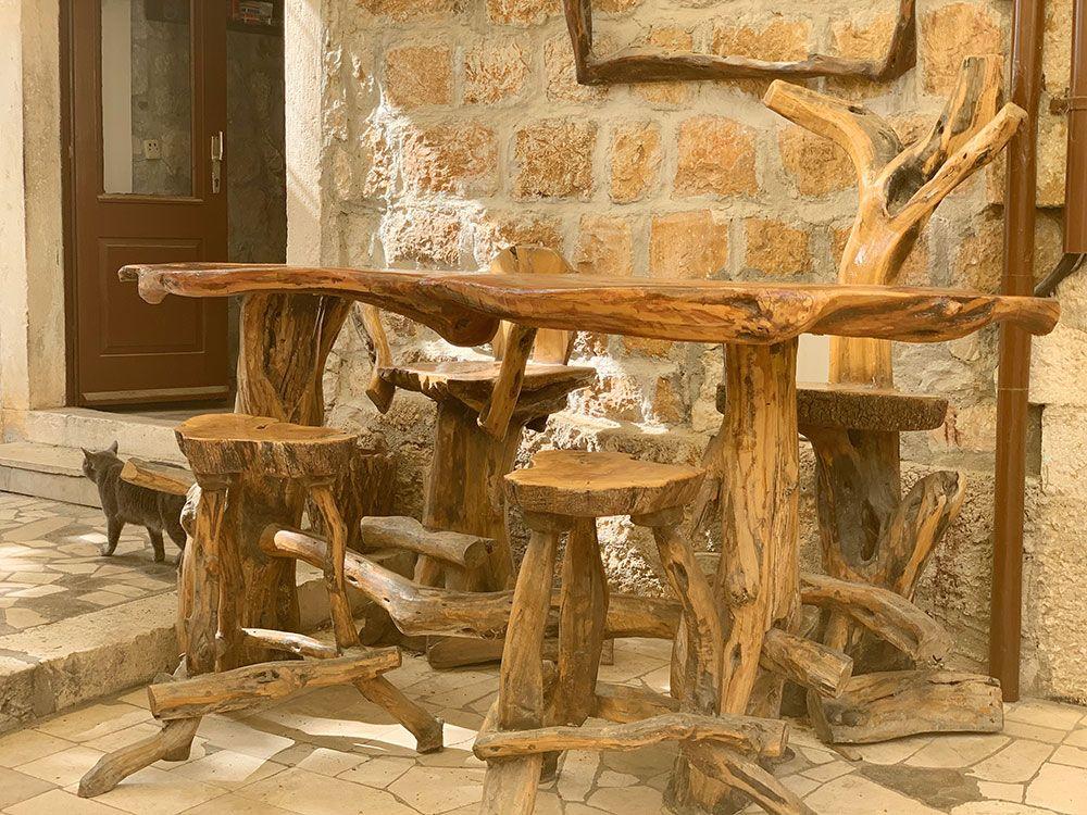 Mesa y sillas del Restaurante Jadranka en Brač