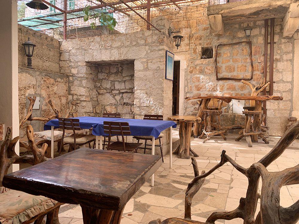 Terraza del Restaurante Jadranka en Brač