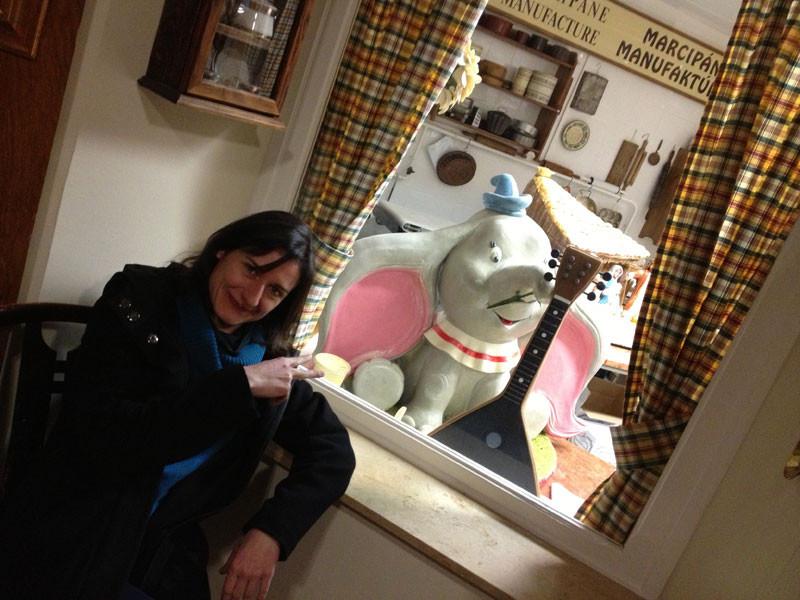 El elefantito Dumbo hecho con mazapán