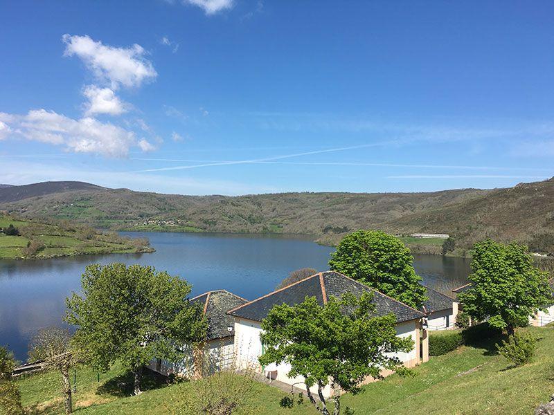 Embalse de Chandrexa de Queixa - Trives - Ourense - Galicia - Vistas de casitas