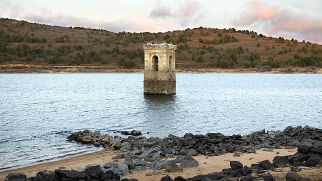 Restos del pueblo sumergido de la Muedra (Foto de www.abc.es)