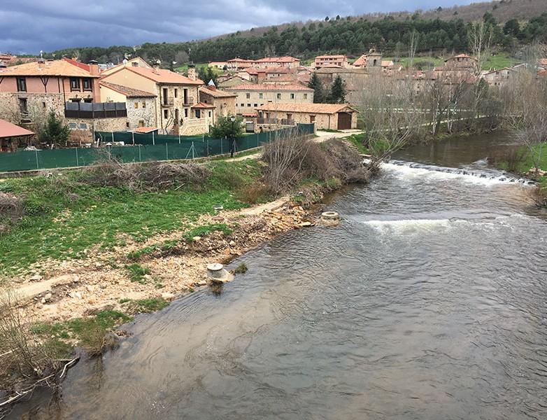 Un Río Duero empequeñecido a su paso por Molinos de Duero