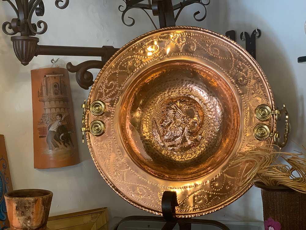 Pieza fabricada en cobre completamente a mano