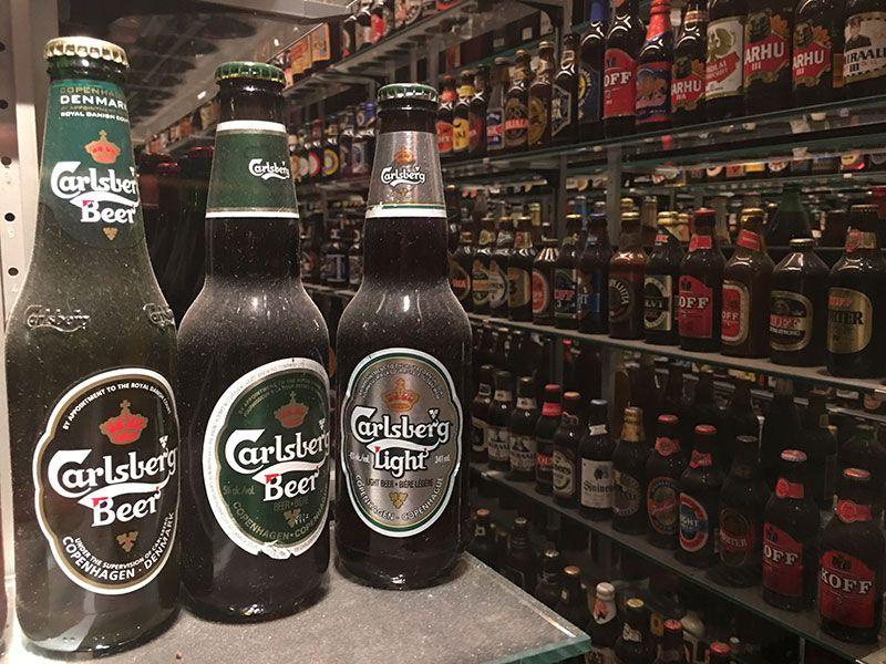 Qué ver en Copenhague - Colección de modelos de botellas de Carlsberg