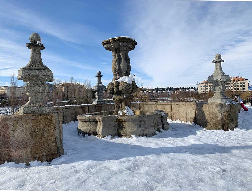 Monumento nevado